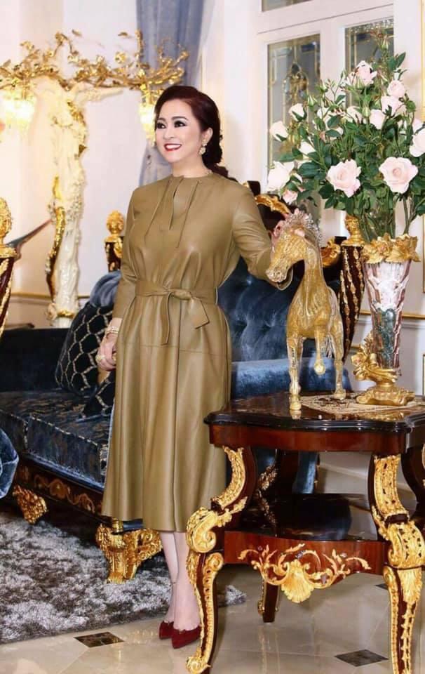"""Bức ảnh siêu hiếm thời còn son của doanh nhân Phương Hằng – bà chủ khu du lịch Đại Nam, bảo sao ông Dũng """"lò vôi"""" không mê đắm!?"""