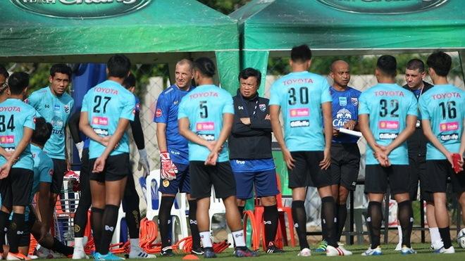 Thái Lan xin đăng cai vòng loại World Cup, thừa nhận cơ hội ít hơn UAE