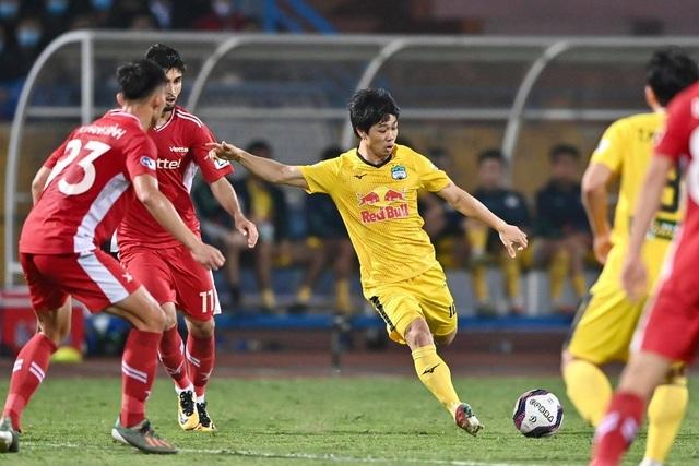 HA Gia Lai dẫn đầu V-League, báo Thái Lan khen nức nở Kiatisuk cao tay