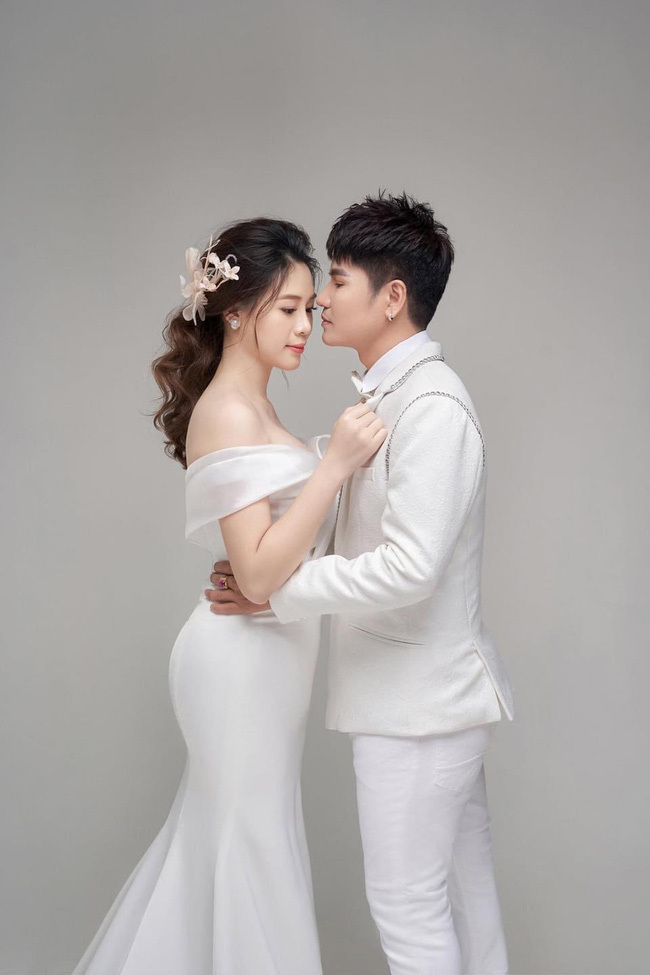 Lương Gia Huy lần đầu công khai con trai và vợ trẻ đẹp kém 18 tuổi