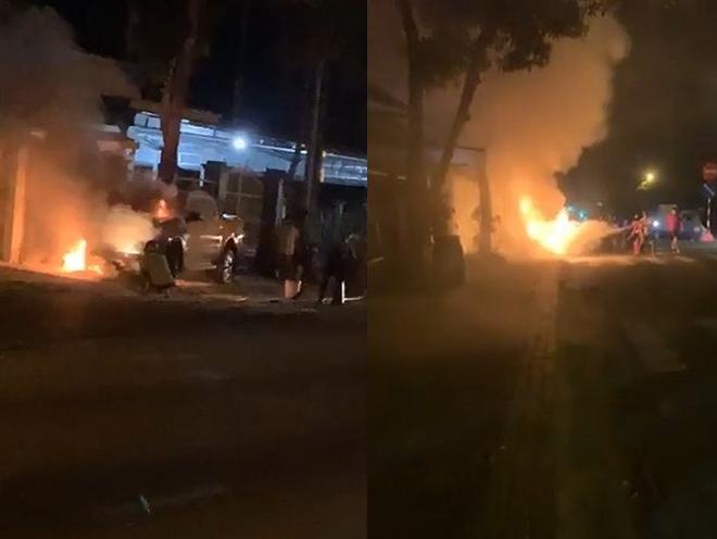 Ô tô bốc cháy dữ dội sau tai nạn chết người
