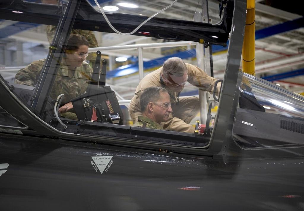Không quân Mỹ lập kế hoạch vượt công nghệ của Trung Quốc