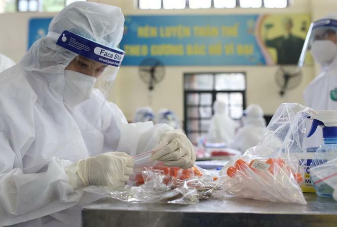 Hà Nội xét nghiệm SARS-CoV-2 cho hơn 4000 người nguy cơ tại cộng đồng từ 11/3