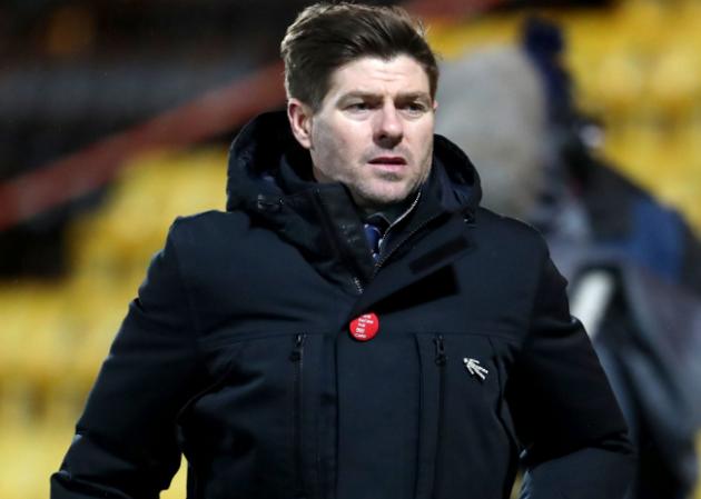 Steven Gerrard ăn thẻ đỏ trong ngày Rangers thắng trận