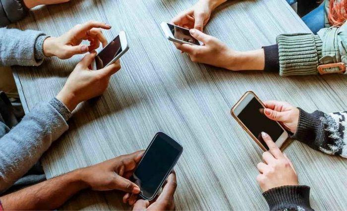 """Thử thách """"cai"""" smartphone trong 24 tiếng để lấy tiền mặt"""