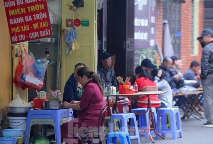 Bao giờ hàng quán vỉa hè Hà Nội được mở cửa trở lại?