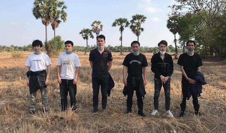 Campuchia: Số ca nhiễm mới Covid-19 tăng vọt, bắt giữ 6 người TQ lang thang trên đồng