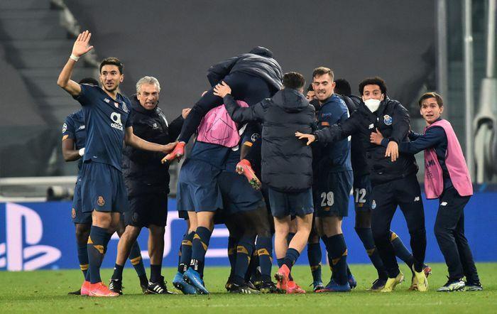 Ronaldo gục ngã sau thất bại ở Champions League