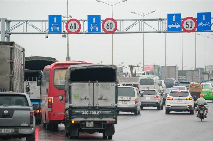 Phương tiện tăng đột biến sau điều chỉnh tốc độ 60km/h qua cầu Thanh Trì