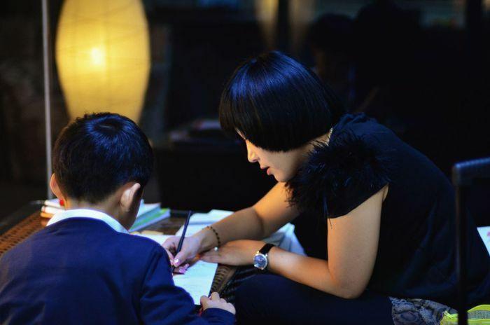 """Dư luận Trung Quốc phản ứng """"gắt"""" quy định cấm giao bài tập về nhà cho học sinh"""