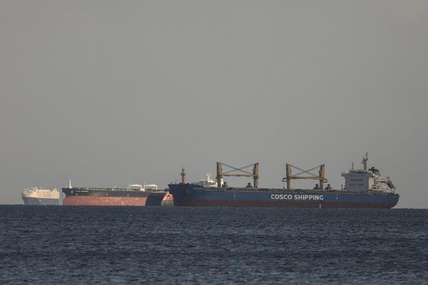 Thế giới trước nguy cơ thiếu… giấy vệ sinh vì tắc nghẽn kênh đào Suez