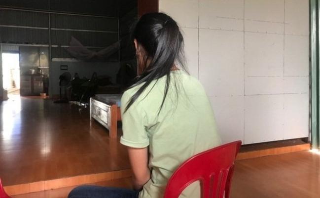 Hà Nội: Phẫn nộ nữ sinh lớp 10 bị bạn lột áo kéo lê trên đường
