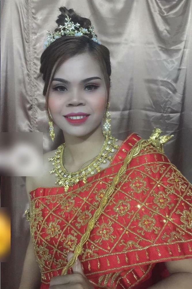 Người chị em của 'hotgirl quận Cam' xuất hiện trong dàn dâu phụ, nhan sắc gây chú ý