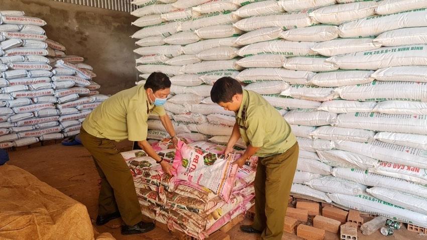 Gia Lai: Tạm giữ gần 1 tấn phân bón hết hạn sử dụng