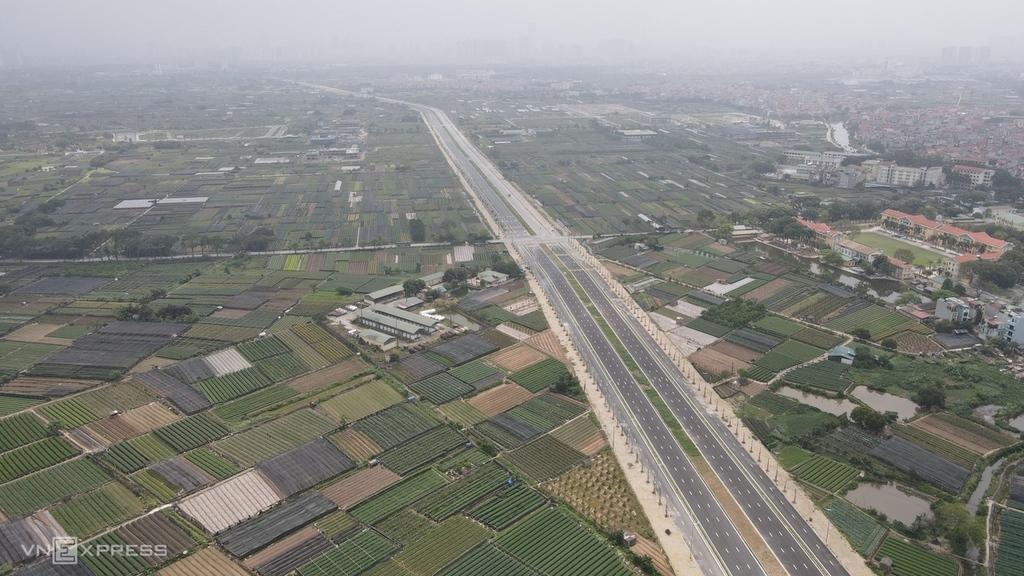 Đường 10 làn xe trục tây Thăng Long Hà Nội