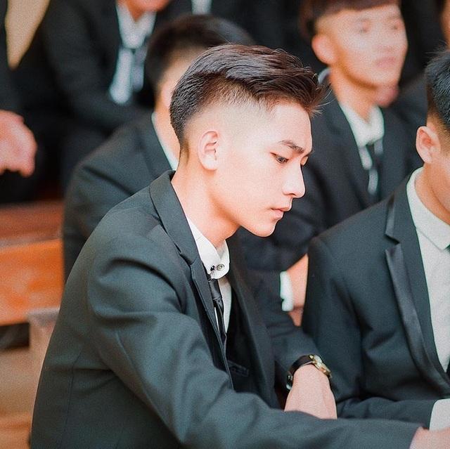 """Hot boy từng """"nổi như cồn"""" vì góc nghiêng giống Sơn Tùng M-TP giờ ra sao?"""