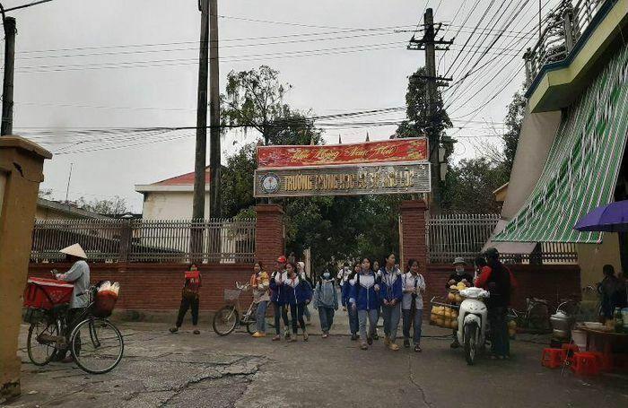 Trường thu trăm triệu tiền tự nguyện, thất hứa với phụ huynh