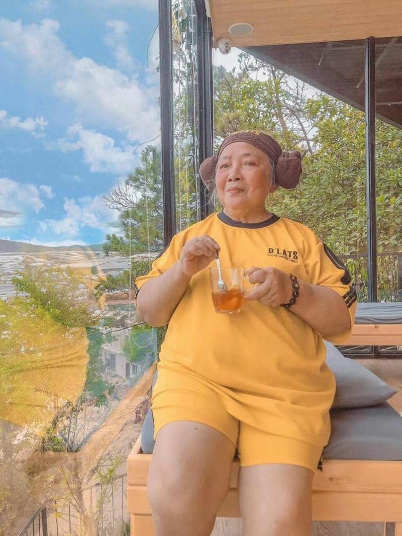 Con gái 9X đưa mẹ 77 tuổi lần đầu du lịch Đà Lạt: 'Ai cũng ước một lần'