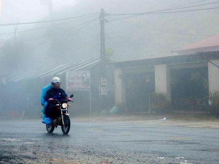 Miền Bắc nhiều nơi có mưa, trời rét, Nam Bộ nắng to