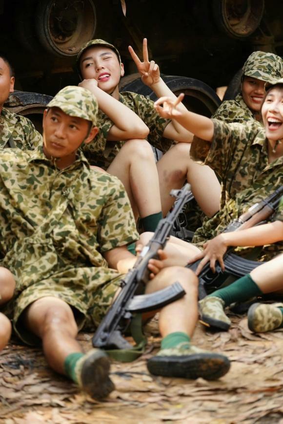 Fans xót xa khi chứng kiến đôi chân te tua, bầm dập của Hoa hậu Kỳ Duyên sau khi tham gia 'Sao nhập ngũ'