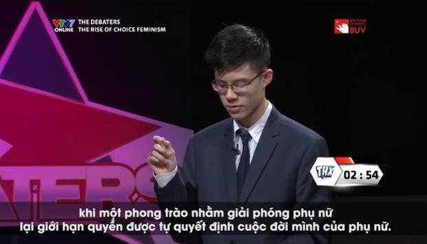 """Nam sinh gây bão trên VTV với phong thái tổng tài, """"bắn"""" tiếng Anh vèo vèo"""