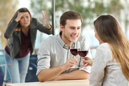 """""""Trà xanh"""" trơ trẽn đến tận nhà yêu cầu vợ ly hôn và cái kết vừa lòng người"""