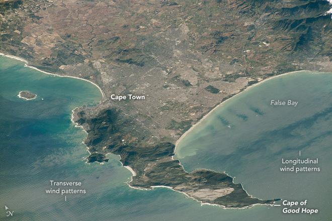 """Mũi Hảo Vọng nguy hiểm cỡ nào mà hơn 150 năm qua tàu thương mại lại """"tránh"""" nơi này để chọn đi qua kênh đào Suez?"""