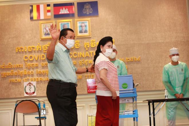 Không dùng vaccine Covid-19 mà Trung Quốc tặng, vợ chồng Thủ tướng Hun Sen tiêm vaccine gì?