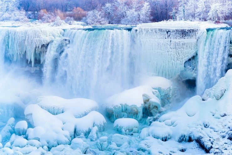 Thác nước hùng vĩ nhất thế giới bị đóng băng hoàn toàn và những điều kỳ diệu ít người biết tới