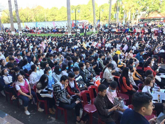 Đắk Lắk: Hơn 6.000 học sinh tham dự ngày Hội tư vấn tuyển sinh năm 2021