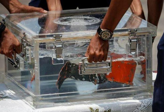 """Indonesia tìm thấy """"chìa khóa"""" quan trọng vụ máy bay rơi xuống biển"""