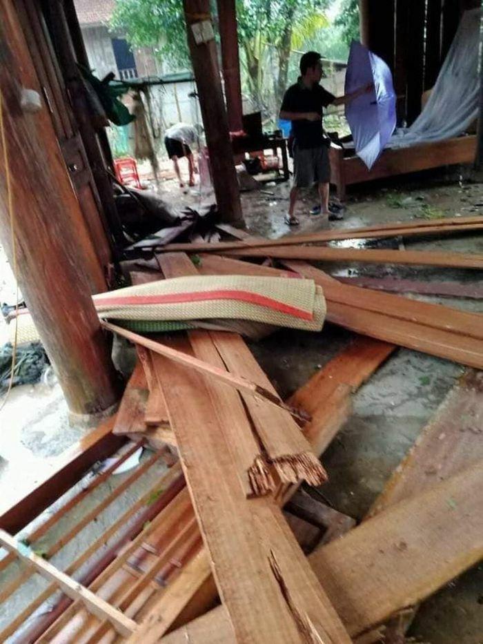 Mưa đá khiến 22 ngôi nhà bị tốc mái