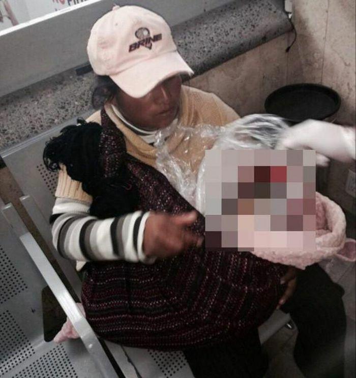Người phụ nữ nghèo ngồi ôm khư khư bọc nylon ở bến xe, lại gần nhìn thấy thứ trong chiếc túi người dân hoảng hốt báo cảnh sát ngay lập tức