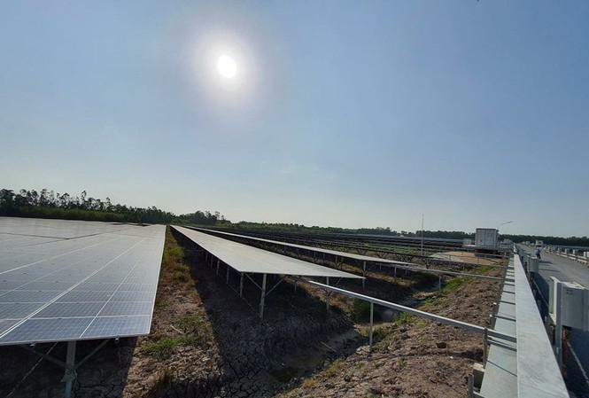 Nhà máy điện mặt trời 700 tỷ đồng ở Hậu Giang đi vào hoạt động