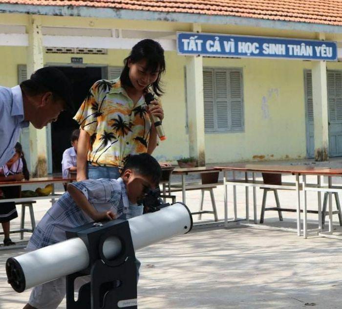 Tổ chức chương trình khám phá khoa học cho các học sinh