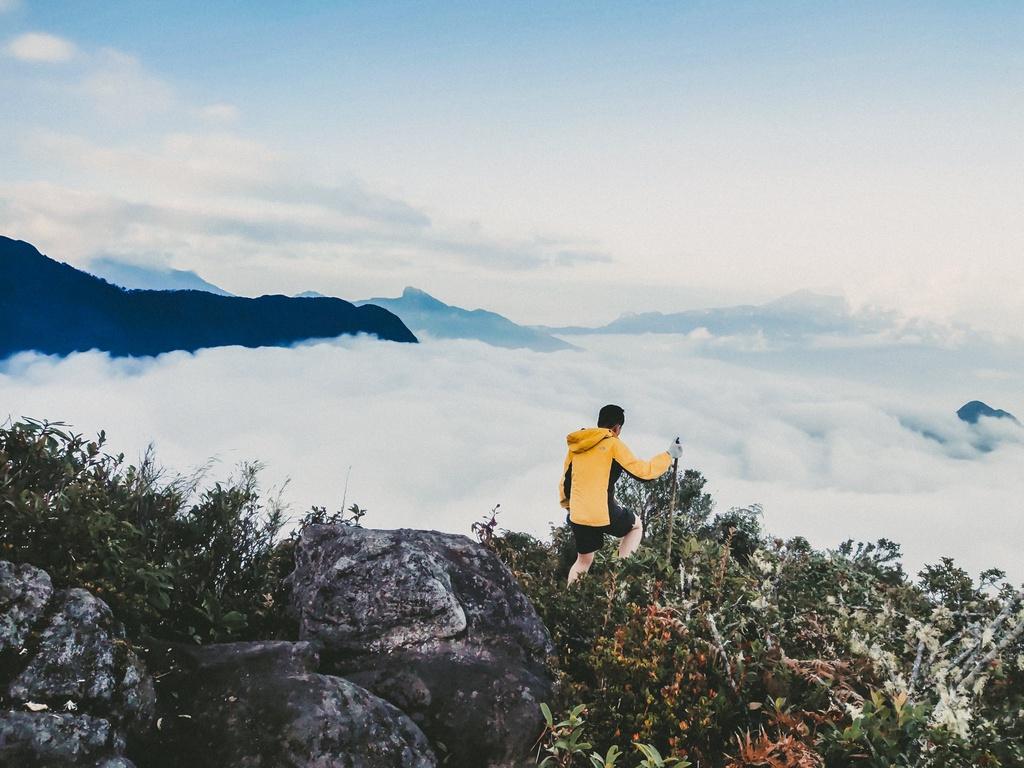 Làm gì khi bị say độ cao trong lúc leo núi