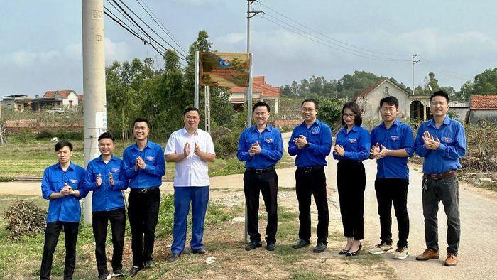Gắn biển Công trình thanh niên cấp tỉnh tại TX Quảng Yên.