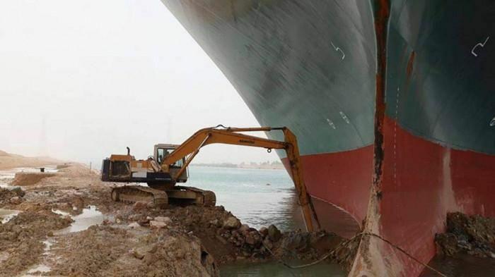 Thêm một nỗ lực giải cứu tàu container mắc kẹt tại Suez thất bại