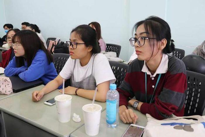 Giúp sinh viên tháo gỡ các vấn đề về áp lực tâm lý