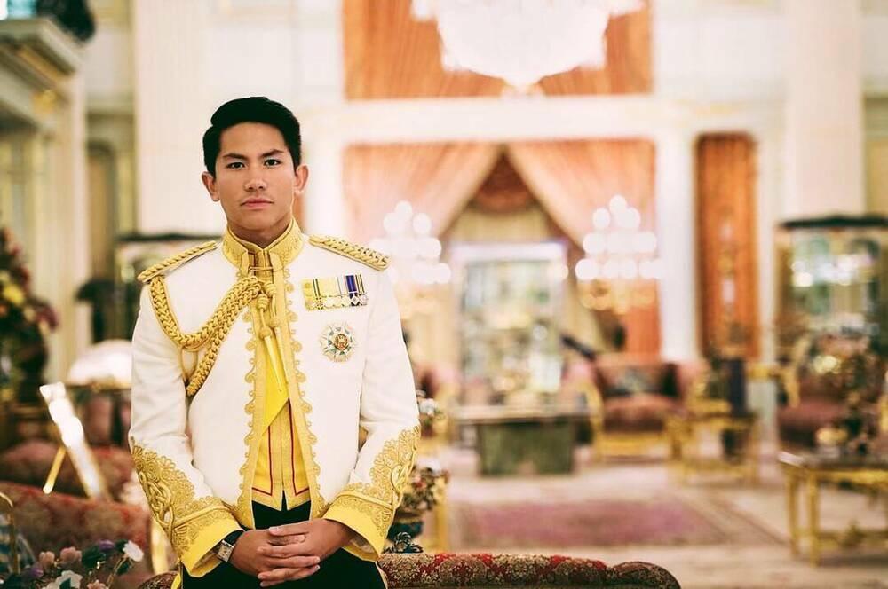 """Hoàng tử điển trai từng đăng tin tuyển vợ """"san sẻ sự giàu có"""" khiến dân tình """"nháo nhào"""" là ai?"""