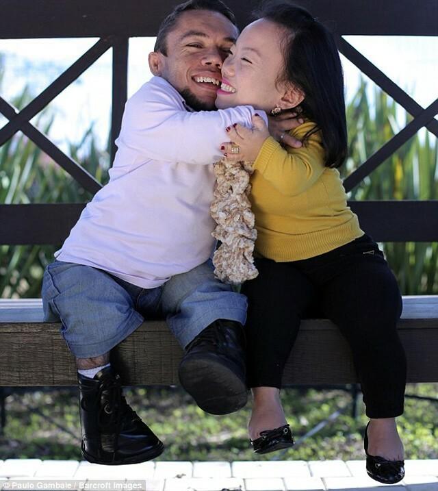 Chú rể 88cm kết hôn với cô dâu 89cm, ra đường bị dè bỉu vẫn hạnh phúc bên nhau