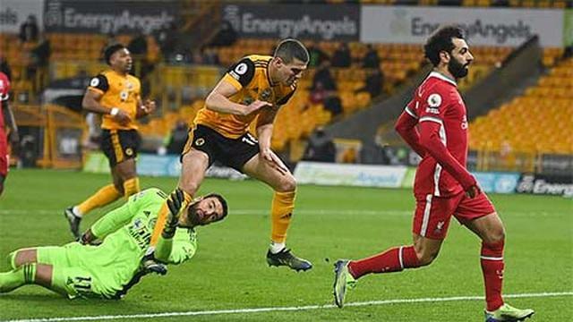 Kinh hoàng pha va chạm khiến thủ môn Wolves bất tỉnh ở trận gặp Liverpool
