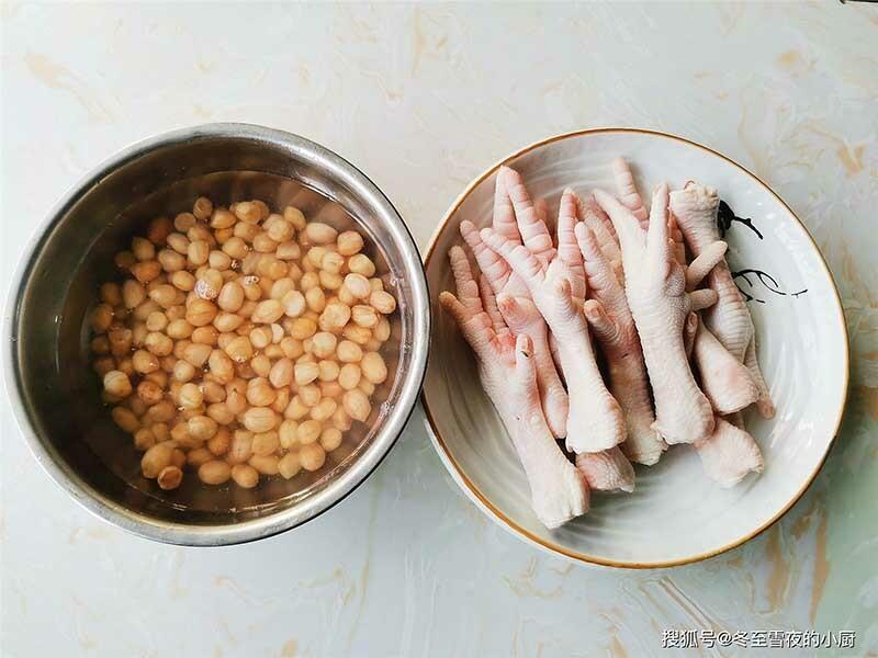 Chân gà hầm với thứ này, vừa hợp ăn cơm vừa là món nhậu tuyệt đỉnh cho chồng