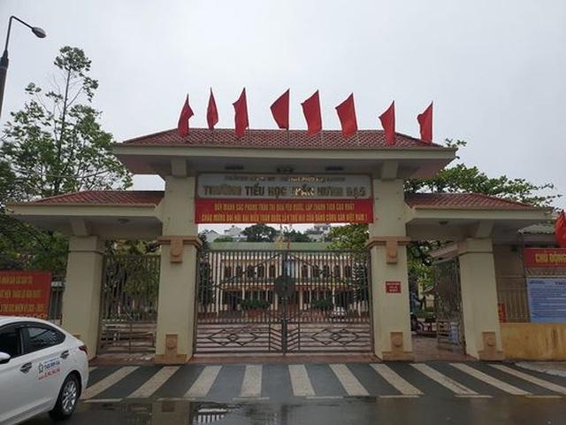 Quảng Ninh: 2 học sinh đi cùng chuyến bay với F0, cả trường tạm nghỉ học