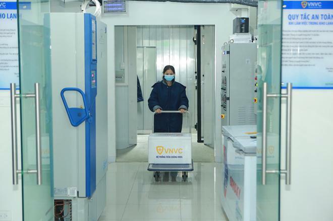 Hà Nội tiêm vaccine COVID-19 cho 30 bác sĩ, nhân viên y tế đầu tiên