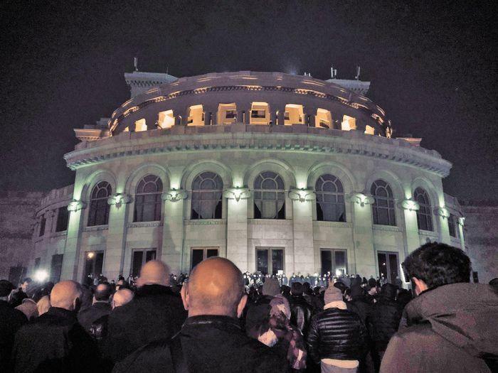 Người biểu tình tại Armenia xông vào tòa nhà chính phủ