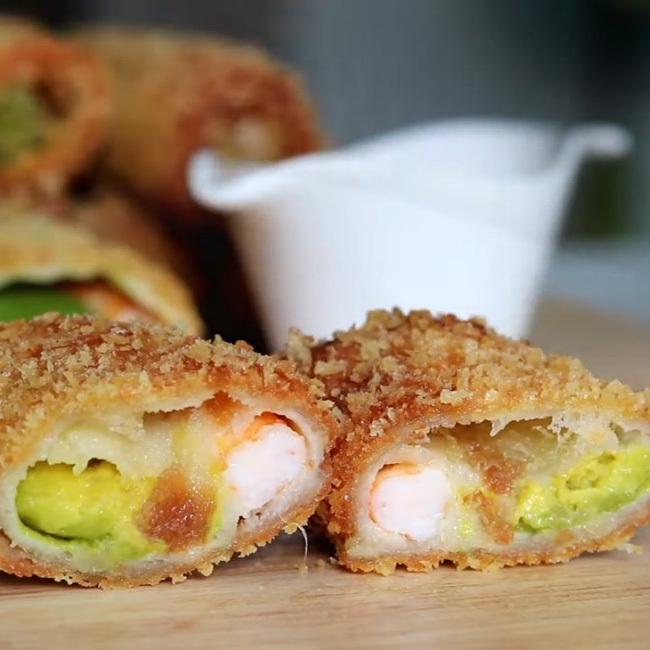 Cuối tuần tranh thủ vào bếp làm ngay món bánh cuộn tôm giòn rụm thơm ngon: Ngủ dậy ăn 2 lát là no đến tận chiều!