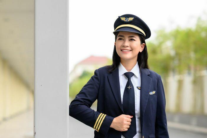 Diễn viên Diệu Thúy bỏ showbiz, chi 6 tỷ đồng để trở thành phi công