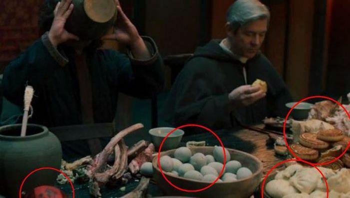 """Phim """"trừ tà"""" Joseon Exorcist ngừng chiếu vì sử dụng đồ ăn Trung Quốc"""