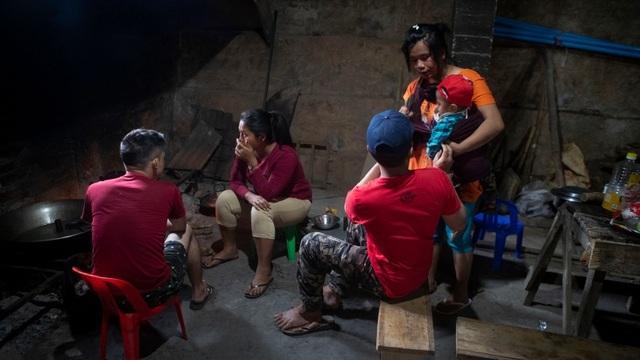Tương lai mờ mịt của các gia đình tháo chạy khỏi binh biến ở Myanmar